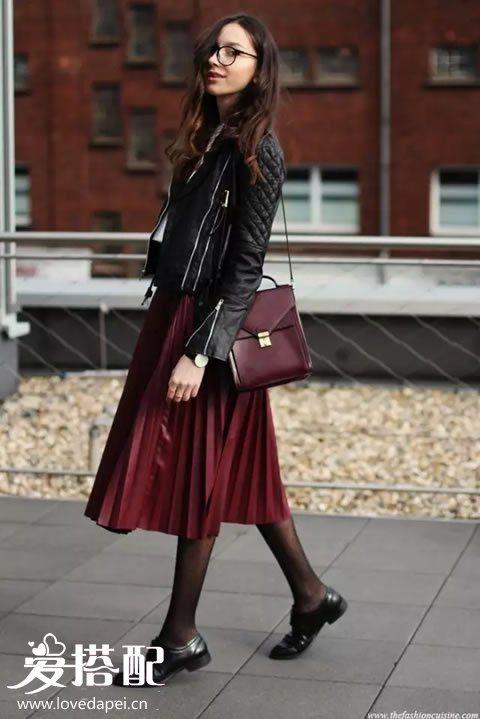 酒红色百褶裙搭配
